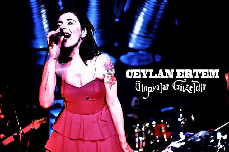 """Ceylan Ertem """"Ütopyalar Güzeldir"""" @hayal aslan Kahvesi Beyoğlu03072013 Perdesiz Gitar: Cenk Erdogan Klavyeler: Ercüment Orkut Bas Gitar : Murat Ça..."""