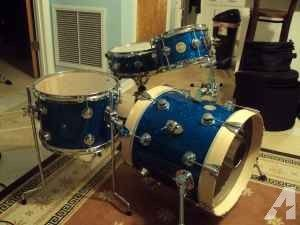 Collectors series DW drums 16in bass blue sparkle - $1675 (Inverness)