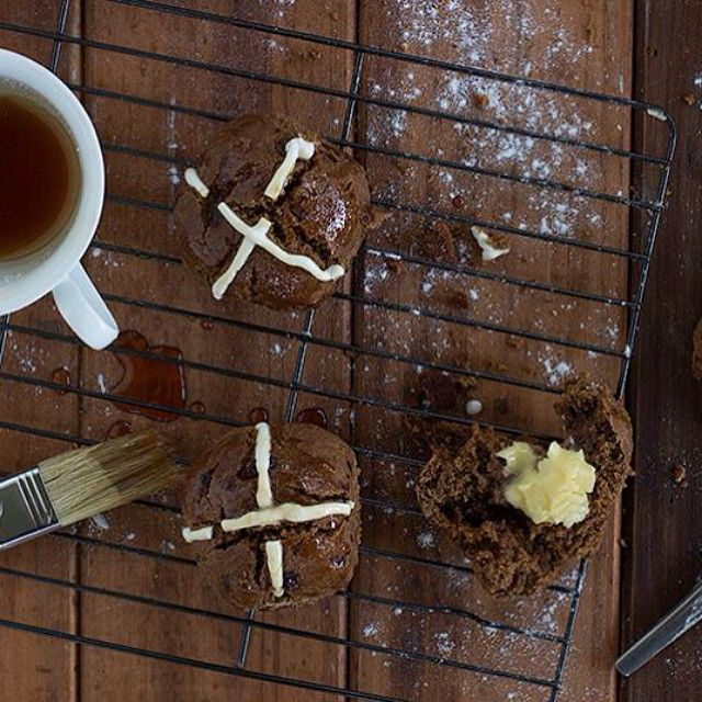 EASTER RECIPE: MALT HOT CROSS BUNS BY JESSICA COX | French Connection
