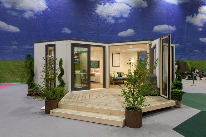 24 best pods images on pinterest container houses for Hive container homes
