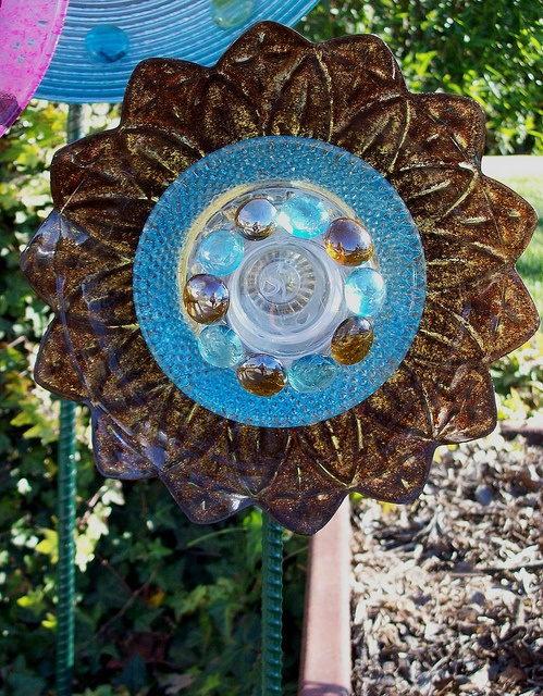 17 best images about glass flowers suncatchers etc on for Recycled glass projects