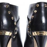 108292-10-stoere-michael-kors-schoenen-met-gouden-studs-en-gouden-mk-embleem-op-de-hak