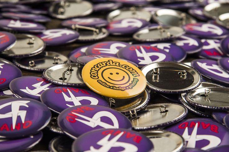 Για κονκάρδες στο Concarda.com  Θέλεις κονκάρδες από το αγαπημένο σου συγκρότημα, κονκάρδες για το bachelor σου, κονκάρδες για τους καλεσμένους σου, κονκάρδες για το party των παιδιών σου, κονκάρδες για την προώθηση της επιχειρησης σου; Τα πάντα για κονκάρδες μόνο στο concarda.com