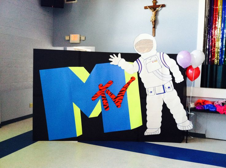 MTV moon man photo back drop