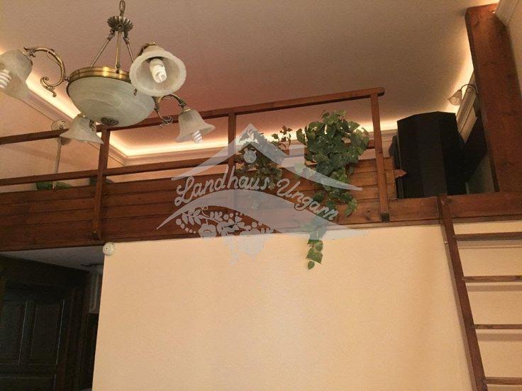 In Stadt Budapest, Bezirk V. biete ich zum Verkauf eine erdgeschossige, 41 qm große, vollrenovierte Wohnung was besteht aus: Wohnzimmer mit offener Küche, ein Schlafzimmer, Badezimmer. Die Immobilie hat zentrale Gasheizung (Fußbodenheizung +) , ist komplett renoviert mit hochwertige Beläge (Marmor, Granit) und mit schöne Küchenmöbel ausgestattet. Eine  Galerie und eine 15 qm große Terrasse gehören zur Wohnung. Verkaufspreis: 39,900,000 HUF  133,000 €