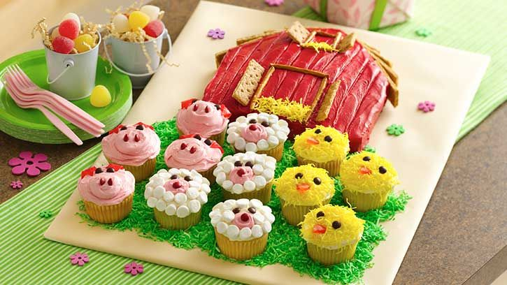 Betty Crocker and Howdini.com show you how to bake up a delicious red barn cake and fun-to-decorate farm animal cupcakes.