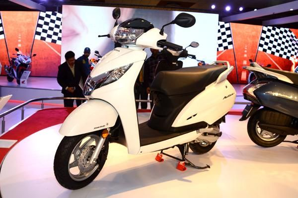 Honda Activa 125 price revealed!  Honda motorcycles have reportedly revealed the prices for the new Honda Activa 125. However the vehicle is scheduled to launch on Apr 28.  https://www.facebook.com/khojle/photos/a.10150289535436445.359965.109807051444/10152349453231445/?type=1&theater