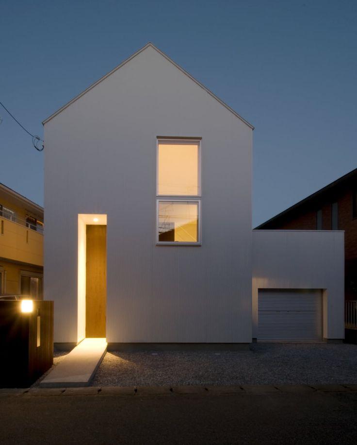 従来の間取りタイプに捕らわれない生活空間が収まった住宅。それは若い夫婦のための住宅で様々なシーンが繰り広げられる場として…