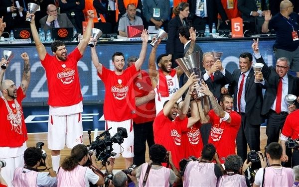 Olympiacos celebrates good times! - 2011-12 SEASON - Welcome to EUROLEAGUE BASKETBALL