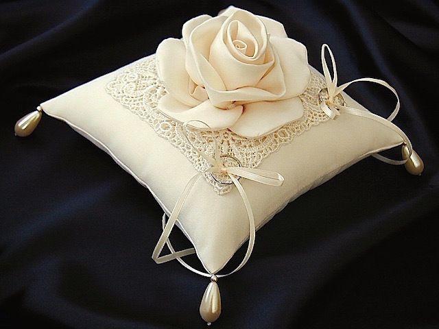 ateliersarah's ring pillow                                                                                                                                                                                 More
