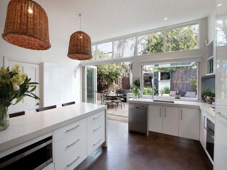 【こんな屋外ダイニングが欲しい!】中外二つのダイニングの間のキッチン | 住宅デザイン