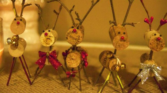 Adorable reindeer made from corks! (Pretty sure you can buy new ones in a bag somewhere for those who don't drink wine). Too cute!  Holiday Wine Bottle and Cork Crafts | Wine Sisterhood