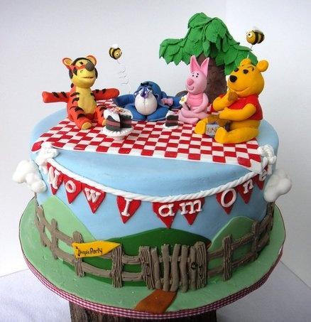 Hugo Cake Artist : 17 Best images about Pooh Bear cake on Pinterest Tree ...