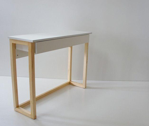 Praktyczna konsola na drewnianych nogach do sypialni, holu. Szuflada pod blatem…