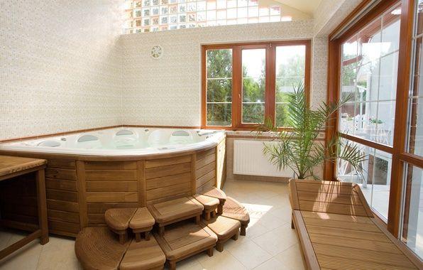 Отличная ванная комната, только количество окон излишнее..