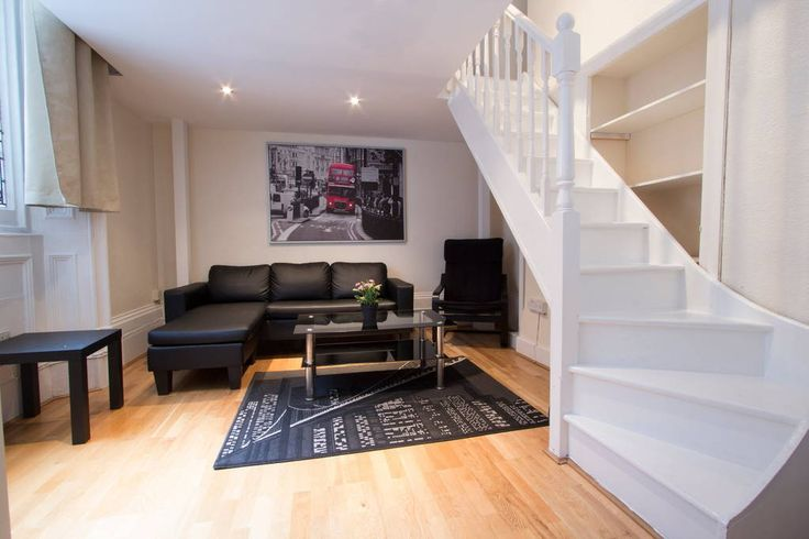 Apartamento em Londres, Reino Unido. Lancaster Gate benefits from a fantastic location, walking distance to Hyde Park that offers the impeccable green city center for walking and an excellent starting point for your exploration of the city.  This is a PRIVATE FLAT (WALK TO HYDE PARK)...