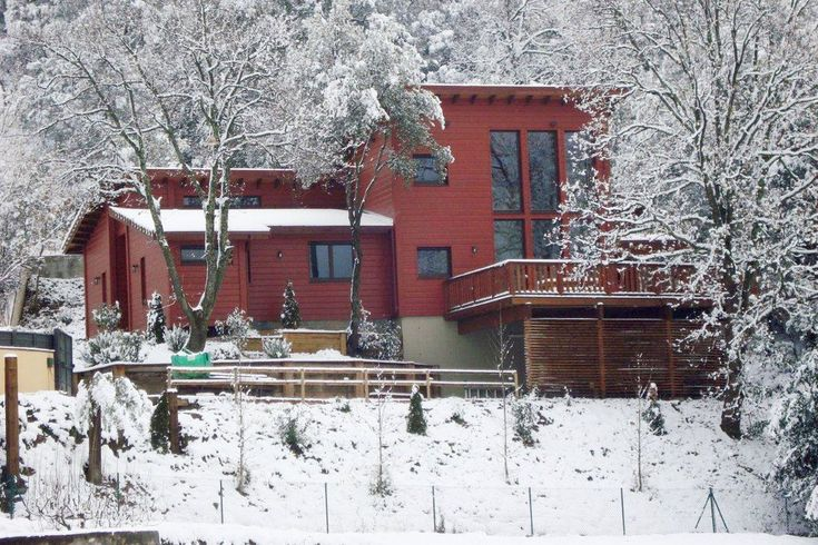 29 best eco houses casa campins images on pinterest bass guitars stems and wood - Casa luthier barcelona ...