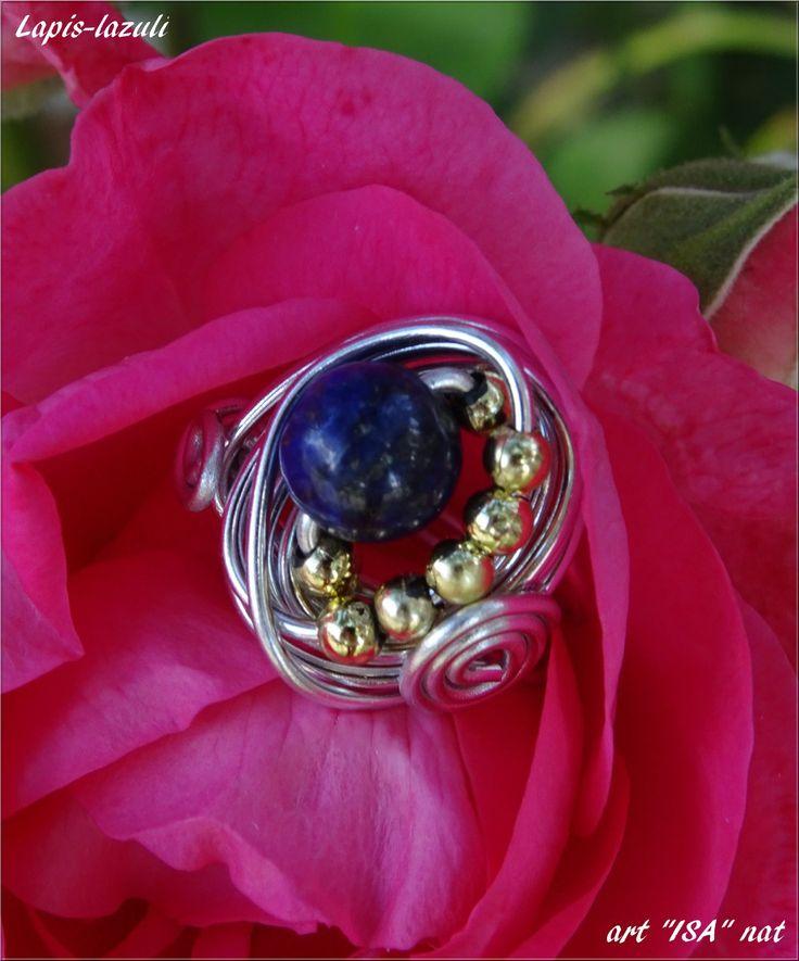 Bague perle ronde semi-précieuse Lapis-lazuli montage fil aluminium argenté et perles doré