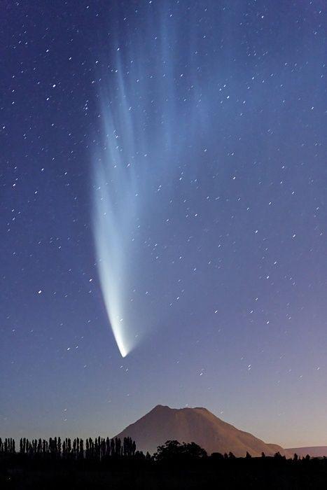 Comet above Kawerau, Eastern Bay of Plenty, New Zealand