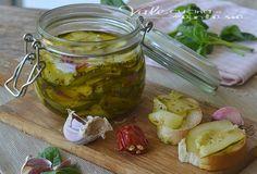 Zucchine sott'olio ricetta facile e veloce buonissime e facilissime, conserva per l'inverno facile, ottime sul pane e sulla pizza , ricetta economica