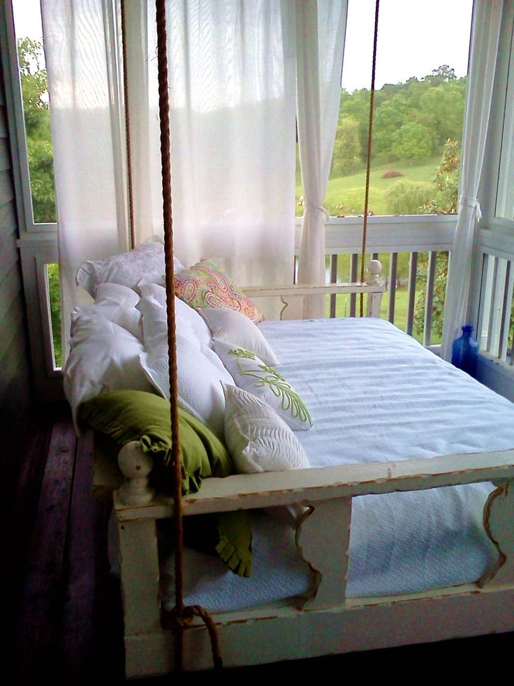 swinging day bed