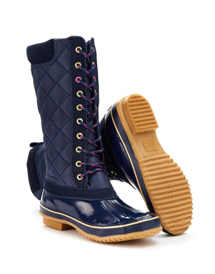 Woodhurst Lace-Up Muck Boot | French Navy | (19) Roll out the woodland carpet! With a warm quilted upper and hardwearing rubber sole, this lace-up boot is just the thing to make leaf-crunching and snow-stomping more stylish than ever.