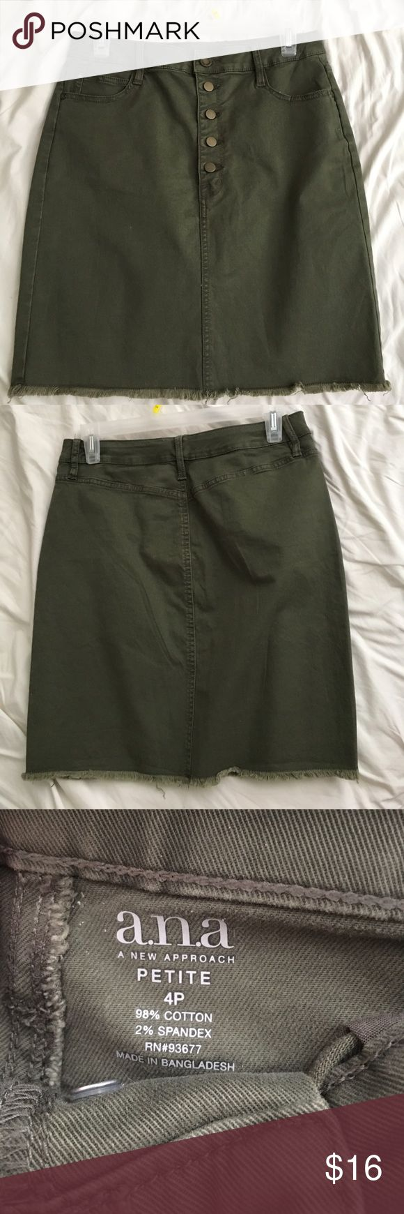 Dark Green Midi Skirt Beautiful dark green knees skirt, perfect in time for summer! Its stretchy and form fitting. I'm 5'6 and it goes down to me knee, super cute with a tank top or crop top 💋 no trades and no tears or defects, I have a 27 waist for measure comparison a.n.a Skirts Midi