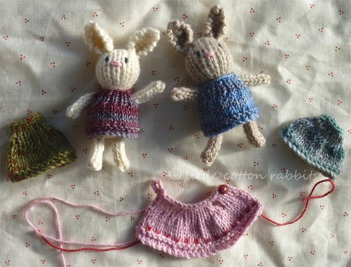 teeny, tiny knitted & dressed bunnies …  pattern for the little stuffed bunnies: —>http://littlecottonrabbits.typepad.co.uk/free_knitting_patterns/tiny_knitted_toys/  pattern for the little outfits: —> http://littlecottonrabbits.typepad.co.uk/free_knitting_patterns/  ~…(via Free knitting patterns)