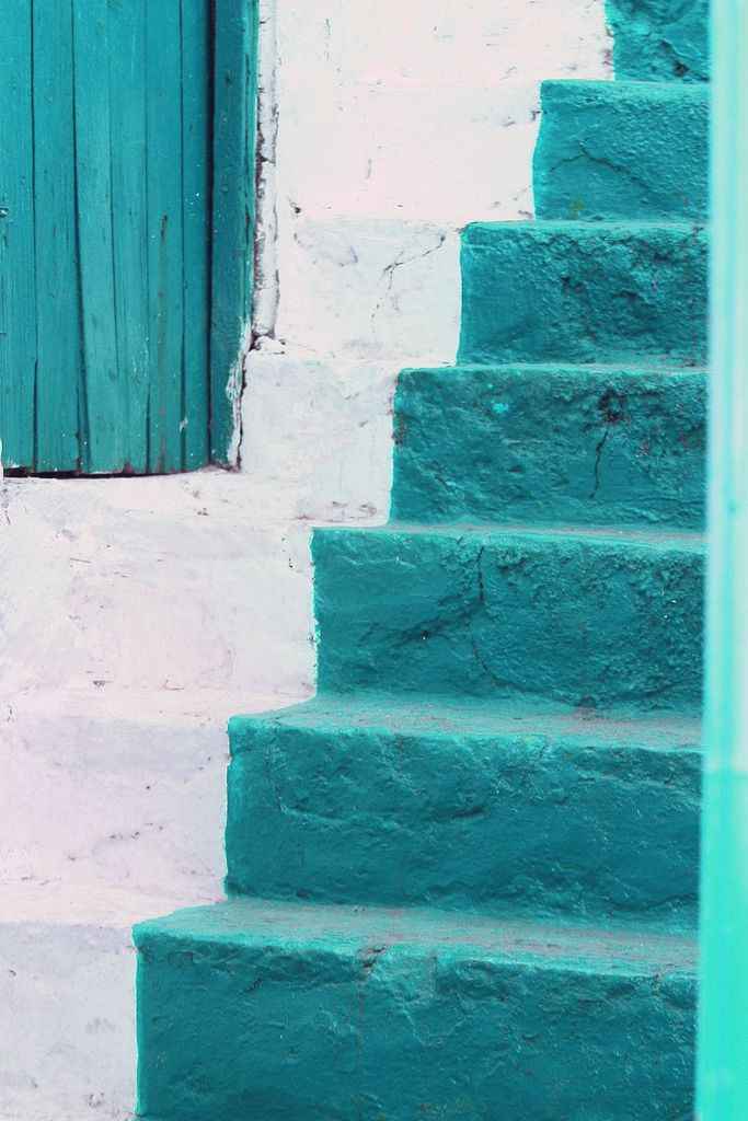 turquoiseBlue Step, Beautiful Blue, Shades Of Purple, Blue Stairs, Blue Green, Colors, White, Stairways, Colours