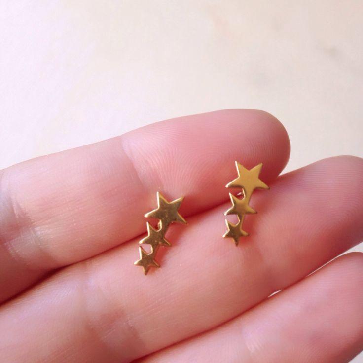 Un favorito personal de mi tienda de Etsy https://www.etsy.com/es/listing/501199819/star-ear-cuff-gold-ear-climber-ear