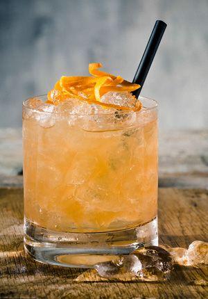 Irish Godfather 35 ml Jameson Whisky 35 ml Disaronno (Amaretto) Sinaasappelschil