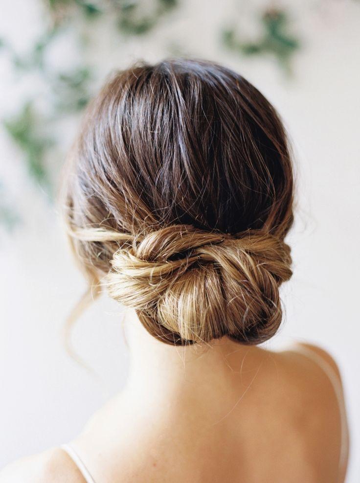 Knotted bun | Photography: Nicole Clarey