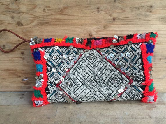 Borsa pochette in tessuto vintage marocchino di MonicaAntique