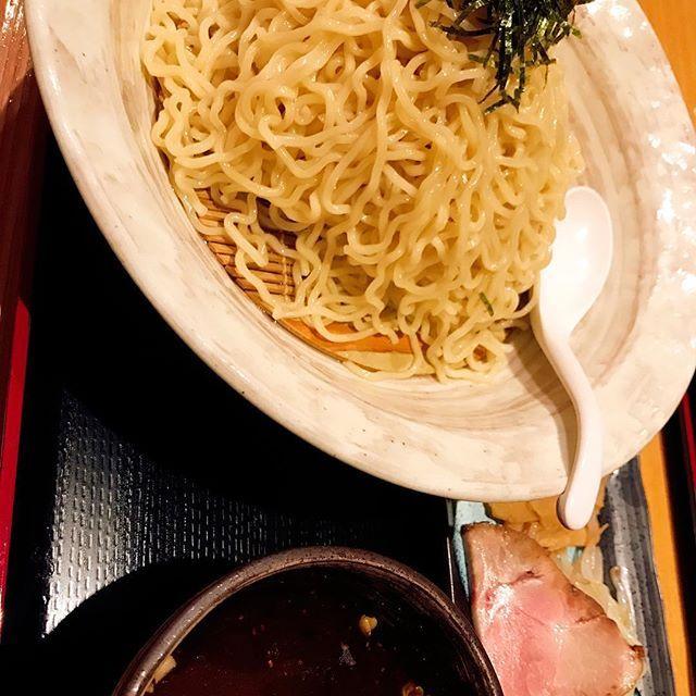 新横浜にある『鐵匠』に来ています🐵✨ 魚介の出汁がきいてて最高に美味い😭✨ 麺750gも食べてしまった。笑  #サル男#肉#焼肉#バーベキュー#グルメ#東京グルメ#焼き鳥#ふたご#ハンバーグ#ラーメン#つけ麺
