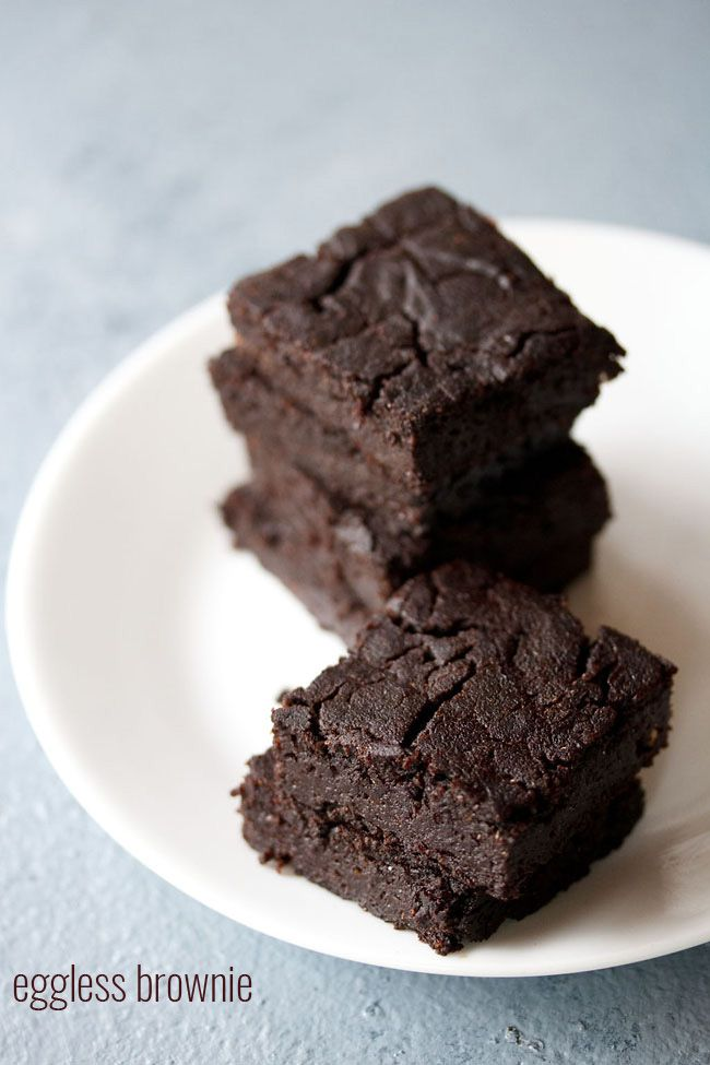 eggless brownie recipe - an easy chocolate brownie recipe made with whole wheat flour, sugar and cocoa powder.  #eggless #brownie #chocolate