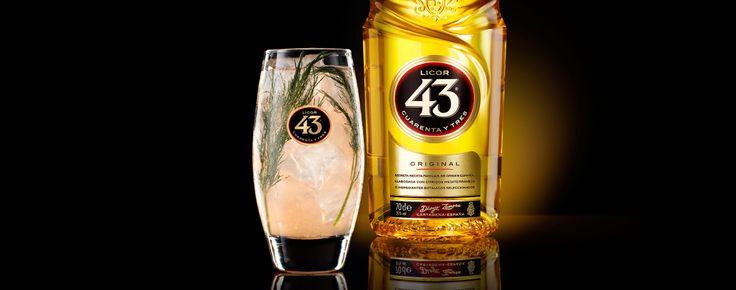 De Dill-icious 43 is een bruisende mix, een combi van bitter en kruidig.  40cc licor 60cc fanta pomelo 20cc citroensap 20cc bruisendwater Verse dille