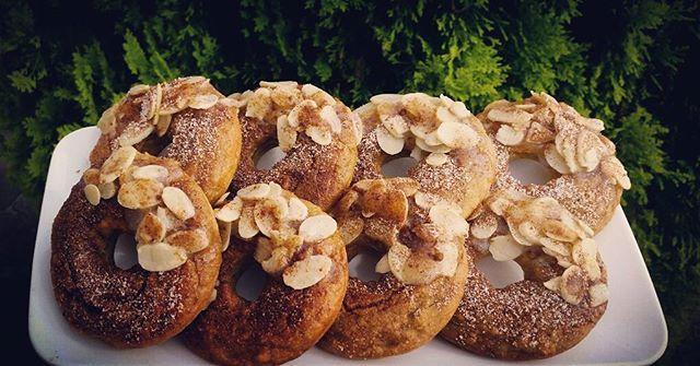 Baked cinnamon VEGAN doughnuts...  the delicious vegan and gluten free recipe up shortly! G L U T E N. F R. E E  NATURALLY  SWEET C R U E L T Y. F R E E  SOOO Y U M M Y.  #vegan #glutenfree #recipe #crueltyfree #sugarfree #gym #fitness #nuttition #inspiration #motivation #bbg #fatloss #workout #postworkout #veganfood #vegancommunity #cherrybliss #foodie #foodporn #weightloss #diet #keto #lowcarb #healthy #natural #organic #stevia #coconutoil  #doughnuts #veganrecipe