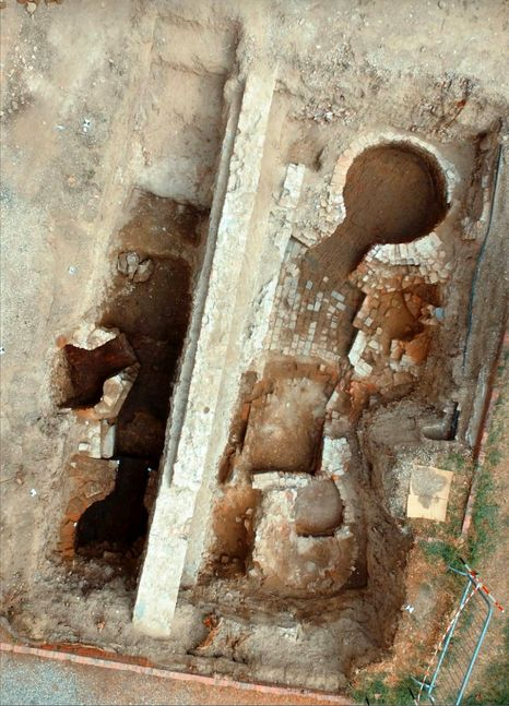 scavo casa conte ugolino 2-2-2