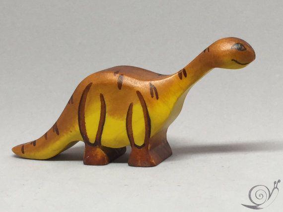 Spielzeug Dino Diplodocus Holz orange braun von GeorgiaWoodenToys