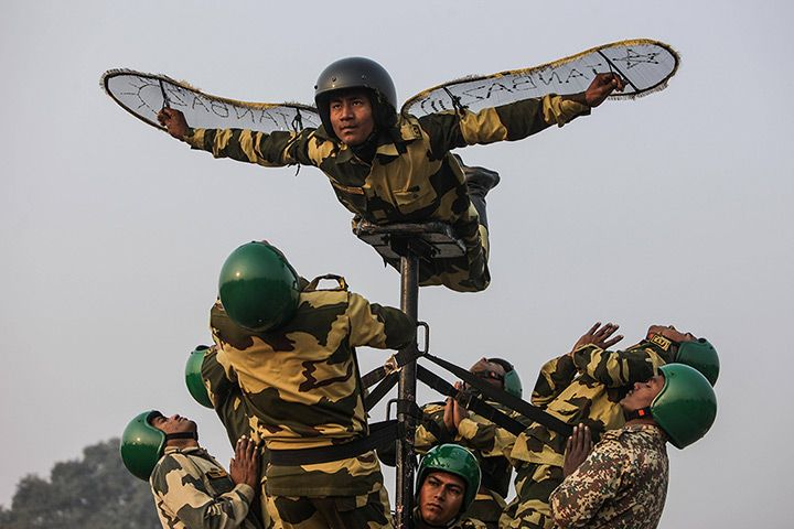 New Delhi, India: India's Border Security Force rehearse for the Republic Day 2014 celebrations on RajpathPhotograph: Imago/Barcroft Media. Video chat about it at https://createamixer.com/