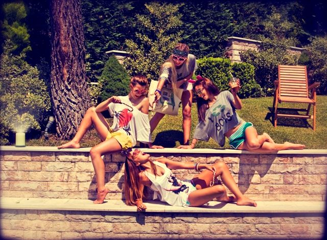 partygirls#croptops#sleevlesstank.