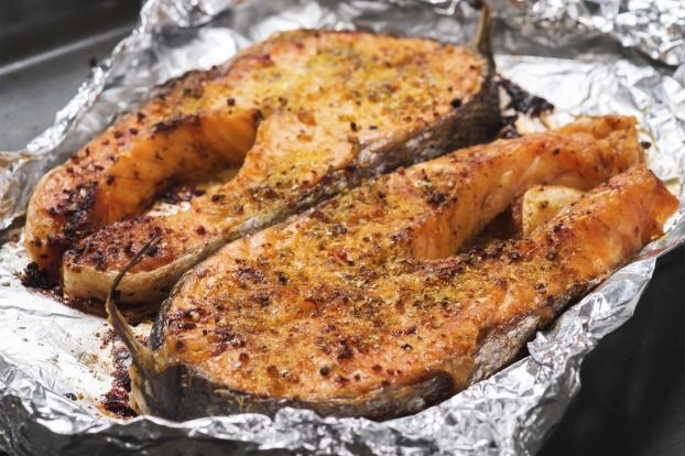 """750g vous propose la recette """"Darnes de saumon frais grillées en croûte d'épices"""" notée 4.4/5 par 13 votants."""