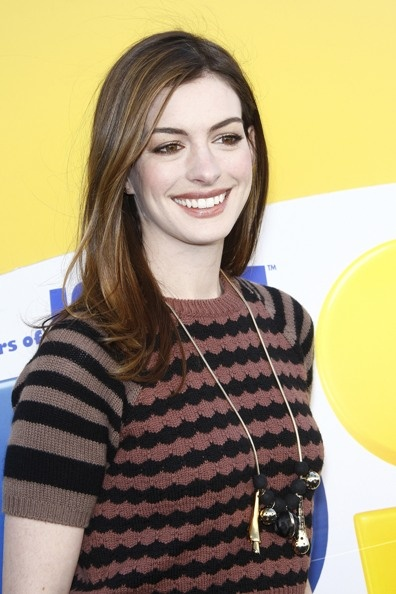 Anne Hathaways casual, long hairstyle