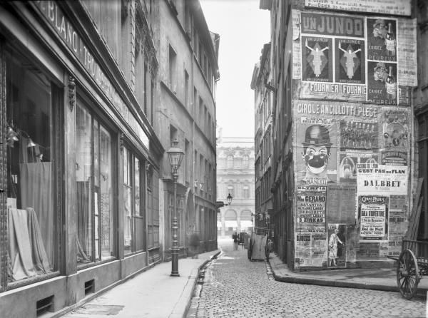 Street art version années 1920 #affiches (photo Jules Sylvestre)