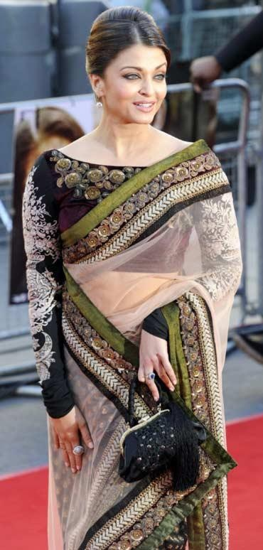 This sari blouse, long sleeves and the neckline are so elegant!