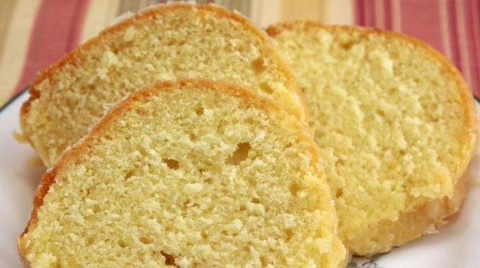 Vous cherchez la recette facile d'un gâteau léger, bon et pas cher ? Le cake au citron est très probablement le gâteau le moins cher au monde et... ... le plus facile à faire ! Et en plus, il