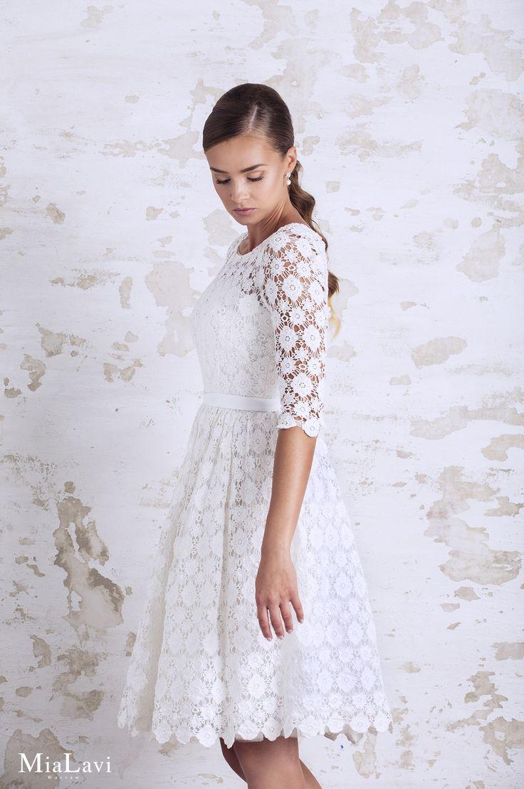 Lace and romantic wedding dress 1749, Mia Lavi 2017