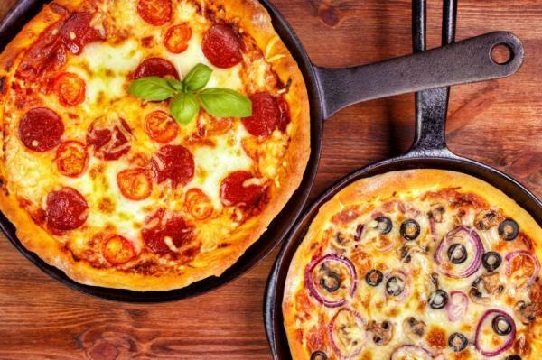 Cómo hacer pizza en la sartén. Si no tienes horno y eres fan de las pizzas, tranquilo porque te encantará saber que puedes cocinar tu plato favorito sin necesidad de usar horno. La sartén puede convertirse en tu nuevo horno y conse...