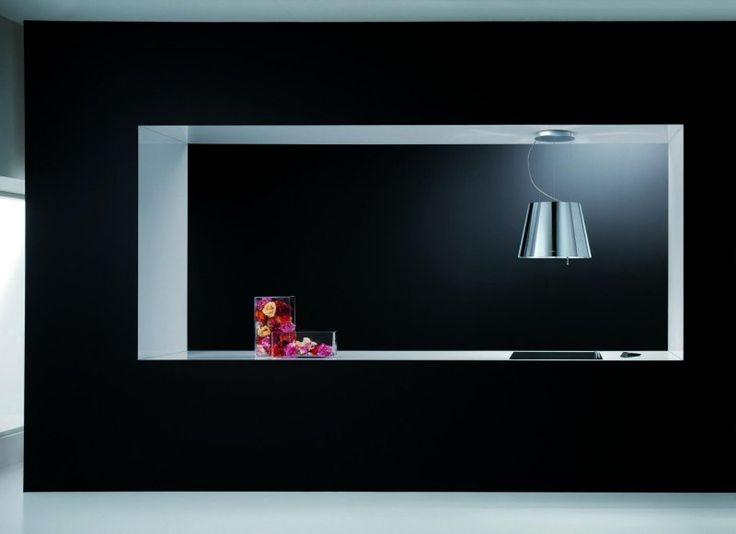 cuisine en noir mat cool équipée avec une hotte décorative en acier inox et…