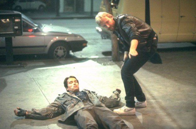 Arnold Schwarzenegger with director James Cameron behind the scenes on the #Terminator (1984).